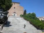 Chiesa dell'Ara Coeli:testimone sopravvissuta ai secoli di cambiamenti urbanistici.